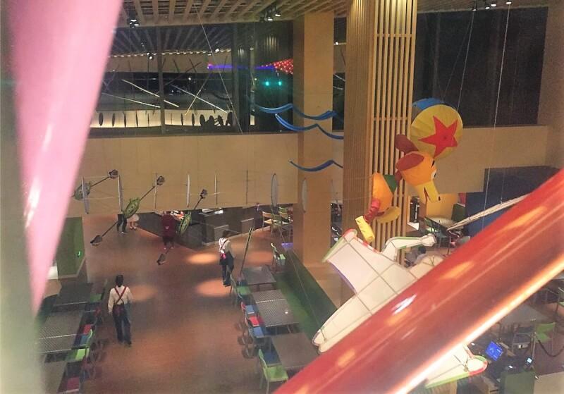 上海ディズニーランドのトイ・ストーリー・ホテルのレストラン「サニーサイドカフェ」