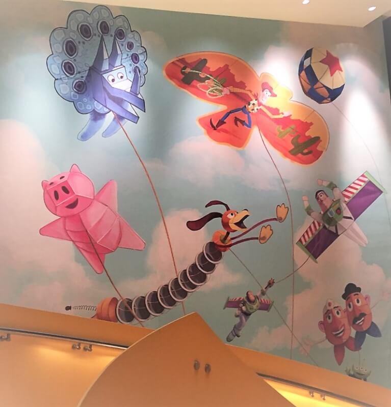 上海ディズニーランドのトイ・ストーリー・ホテル「ロッツォ・ショップ」