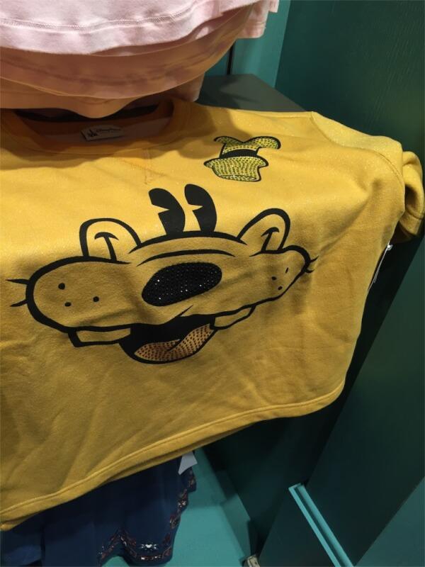 上海ディズニーランドのグーフィーのTシャツ
