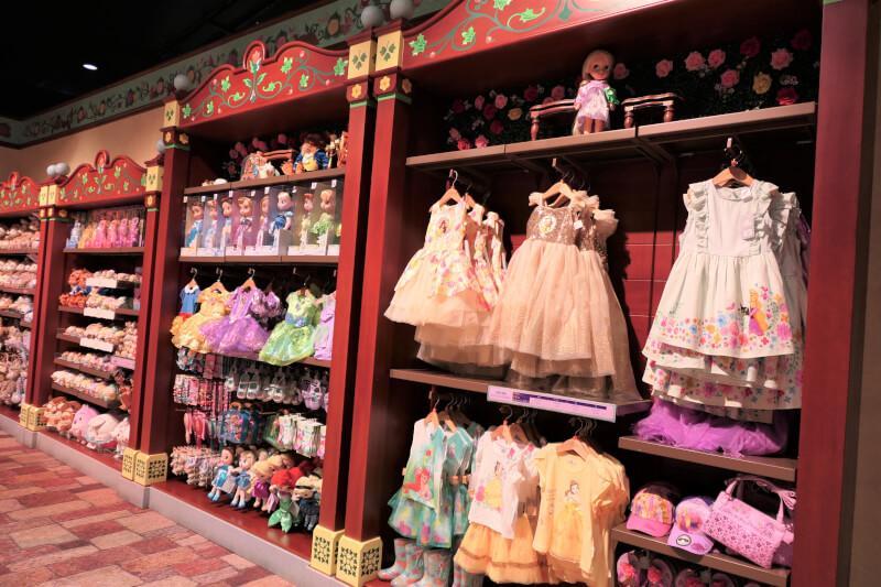 香港ディズニーランドのプリンセスグッズはお土産にもおすすめ:プリンセスのドール、子供用ドレス