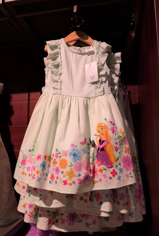 香港ディズニーランドのプリンセスグッズはお土産にもおすすめ:ラプンツェルのワンピース