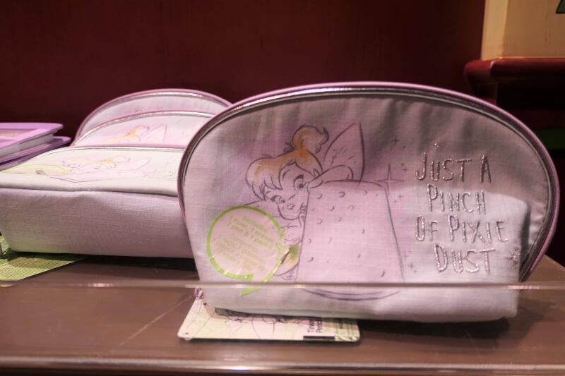 香港ディズニーランドのプリンセスグッズはお土産にもおすすめ:ティンカーベルのポーチ