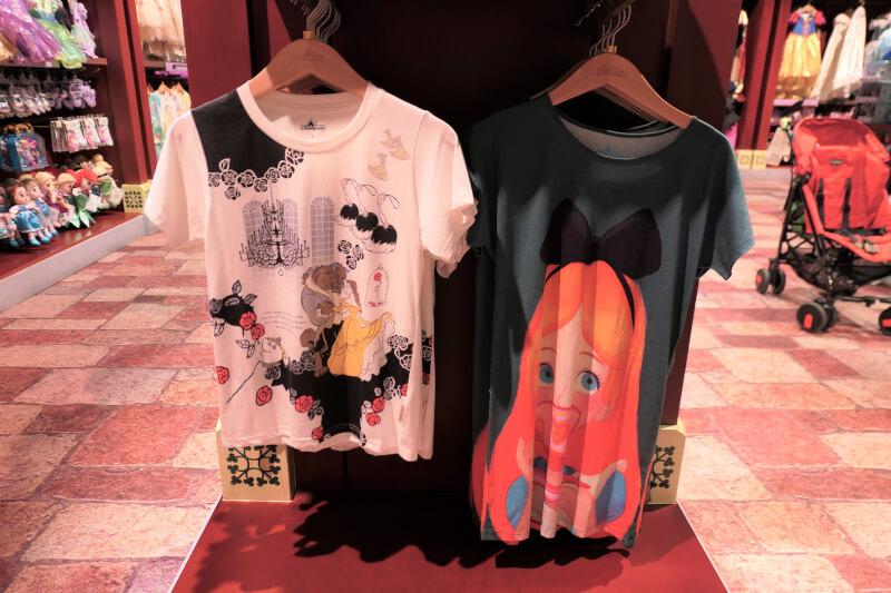 香港ディズニーランドのプリンセスグッズはお土産にもおすすめ:美女と野獣、アリスのTシャツ