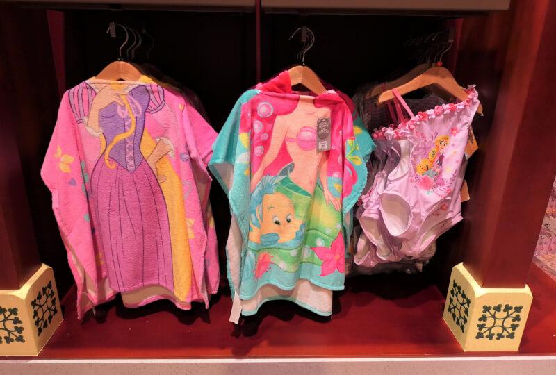 香港ディズニーランドのプリンセスグッズはお土産にもおすすめ:ラプンツェル、アリエルのタオル