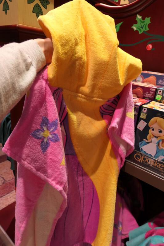 香港ディズニーランドのプリンセスグッズはお土産にもおすすめ:ラプンツェルのタオル