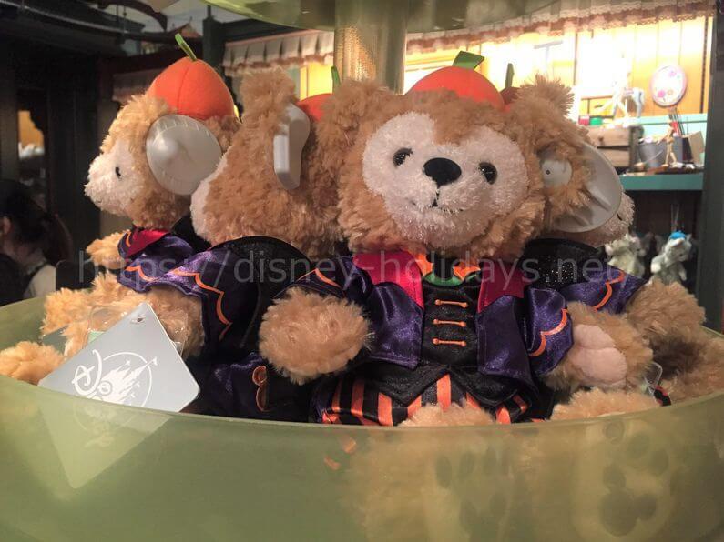 上海ディズニーダッフィーのハロウィンぬいぐるみ